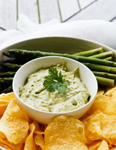 Kiwi dip - Maggi onion soup and Nestle reduced cream and a tsp of vinegar. Simple, tasty and classic. New Zealand Food And Drink, Cob Loaf, New Zealand South Island, Cooking Stuff, Onion Soup, Appetizer Dips, Cheese Ball, Appetisers, Palak Paneer