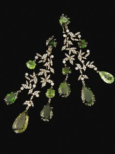 H.Stern Nature earrings in 18K gold eith diamonds and green tourmalines.