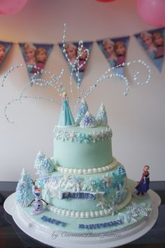 Frozen fever Elsa cake by Jen Kwasniak MY Awesome cakes cupcakes