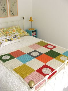 dottie angel: an ordinarily extraordinary blanket how to...including joining the squares as you go.