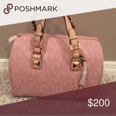 LOOKING FOR LIGHT PINK GRAYSON I'm looking for a light pink Michael kors Grayson satchel. Will pay your price! Or let me know who is selling one! Can't find one :( Bags Satchels