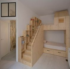 Loft : Appealing Small Loft Bedroom with Oak Wooden Loft Bed also Completed with Bathroom Inside. Retro Style Interior of Loft in Paris by Maxime Jansens Loft Bunk Beds, Bunk Beds With Stairs, Kids Bunk Beds, Casa Loft, Loft House, Tiny House, Bedroom Loft, Diy Bedroom Decor, Home Decor