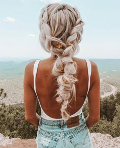 4 Fascinating Useful Ideas: Beehive Hairstyle Videos boho hairstyles natural curls.Funky Hairstyles For Boys black women hairstyles straight. Hairstyles With Glasses, Funky Hairstyles, Feathered Hairstyles, Black Women Hairstyles, Braided Hairstyles, Wedding Hairstyles, Updos Hairstyle, Beach Hairstyles For Long Hair, Wave Hairstyles