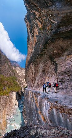 NPL-35072-Cliff-before-Gateway-to-Heaven-with-trekkers--Pan-(7)