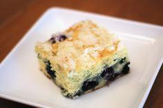 Sarah Bakes Gluten Free Treats: gluten free blueberry coffee cake