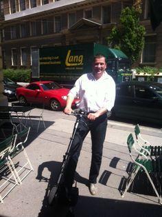 Let's carve the city! Der Techniker und Unternehmer nutzt in Wien den uCARVER in der Carbon Edition, jedenfalls bei schönem Wetter.