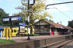 Station #DenDolder is een spoorwegstation aan de #Centraalspoorweg in Den Dolder. Het station werd geopend in 1895 en heette tot 1 mei 1912 Dolderscheweg. Het huidige eilandstation werd geopend in 1914.