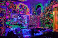 hippy room 754353006311167312 - Nicola Formichetti's Pop Up Is the Most Neon Thing In Tribeca – Racked NY Source by Hippie Bedroom Decor, Hippy Bedroom, Neon Bedroom, Room Ideas Bedroom, Black Light Room, Chill Room, Retro Room, Grunge Room, Indie Room