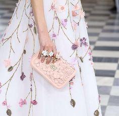 Alta Costura: los bolsos que enamoran 😍💕 #moda #estulo #clutch #fashion #glamour #love #style #hautecouture #altacostura #luxury #details #inspiration #design