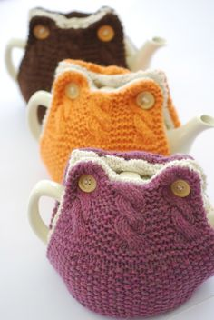 """""""from Ravelry: Emily Tea Cosy pattern by Libby Summers —"""" OH YES! to this on… – Berrin Tatlises """"from Ravelry: Emily Tea Cosy pattern by Libby Summers —"""" OH YES! to this on… """"from Ravelry: Emily Tea Cosy pattern by Libby Summers —"""" OH YES! to this one! Tea Cosy Knitting Pattern, Tea Cosy Pattern, Hand Knitting, Knitting Patterns, Crochet Patterns, Finger Knitting, Scarf Patterns, Knitting Machine, Cardigan Pattern"""