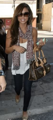 Vanessa Minnillo wore a pair of gold Campana Zig Zags for a chic casual look!