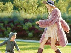Пальто из меха лисы, шелковое платье, все Nina Ricci; кожаные сапоги, Santoni; шляпа, Paul Smith. На Егоре: кардиган, Stella McCartney Kids; брюки, Bonpoint