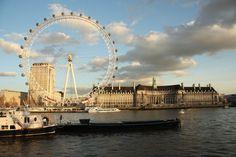 Das Bild River Thames and London Eye in London wurde von Christian Book im Jahr 2010 in London, United Kingdom aufgenommen. Es entstand mit einer Canon EOS 1000D und dem Objektiv Canon EF-S 17-85mm 4 - 5,6 IS USM.