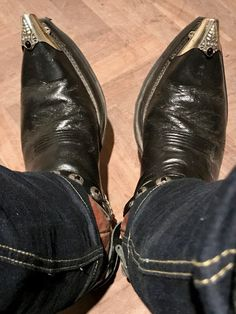 Leather Jacket Outfits, Leather Jackets, Beard Boy, Cowboys Men, Mexican Outfit, Look Man, Man Shoes, Tights Outfit, Cool Boots