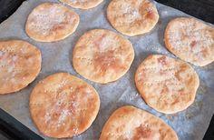 Gluteenittomat perunarieskat | Himoleipuri Griddles, Gluten Free Baking, Griddle Pan, Bread Baking, Hamburger, Food And Drink, Keto, Glutenfree, Baking