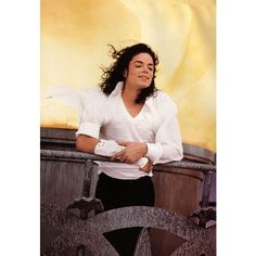 An image of Michael Jackson ❤ liked on Polyvore featuring michael jackson and pictures