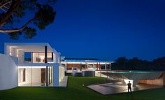 Collect this idea Casa Vale Do Lobo borrows the name from its proximity to the Vale do Lobo luxury beach and golf resort in the Algarve region of Southern Portugal. Focusing attention both on the white architecture pierced by glass walls and on the extraordinary swimming pool, architect Vasco Vieira of Arqui+Arquitectura composed a light-flooded …