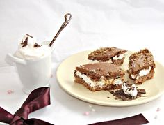 Prajitura cu nuci, caramel si ciocolata