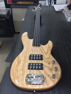 G&L Musical Instruments Fretless L-2000 in Natural Gloss over swamp ash, quartersawn neck with ebony board, black headstock