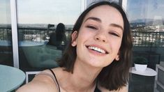 Casey Atypical, Pretty People, Beautiful People, Brigette Lundy Paine, Glossy Makeup, Cut My Hair, Attractive People, Celebs, Celebrities