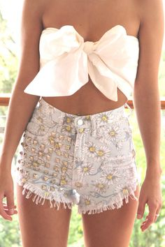 love the shorts!!!! not sure wats goin on with the top but still cute outfit:)