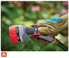 Care for your plants with ease! The thumb lever on this hose nozzle makes it simple to water your gardens