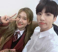 jungkook sneaks in to visit yeri on her graduation day! Bts Girl, Bts Boys, Korean Couple, Best Couple, Kpop Couples, Cute Couples, K Pop, Hoseok, Korean Best Friends