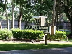 "World famous Van Der Meer Tennis Resort is a 5 minute walk from ""Makin Memrees"". A great place to work on your game."