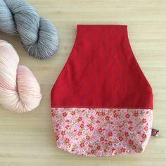 Sac à projet tricot ou crochet nomade Pochon  Sac nomade pour le tricot Qu'est ce qu'un sac nomade ? Il s'agit d'un sac vous permettant de tricoter ou crocheter là où vous le souhaitez sans vous soucier de votre pelote qui restera bien rangée dans le sac. Knitting bag - knot bag - Project bag