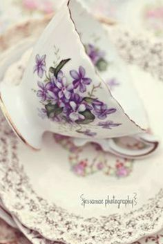 Pretty Tea Cup, I had this set of dishes with the Violets. Z