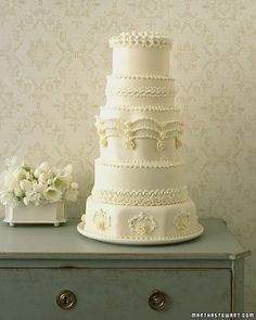 How to make a Regal Piped wedding Cake