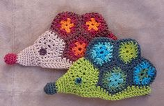 Hedgehog purse pattern by Anikó Scrap Yarn Crochet, Crochet Crafts, Knit Crochet, Hedgehog Day, Crochet Hedgehog, Crochet Squares, Granny Squares, Purse Patterns, Crochet Patterns