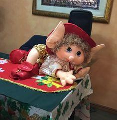 Christmas Crafts, Christmas Decorations, Holiday Decor, Felt Crafts, Dolls, Handmade, Felt Dolls, Christmas Decor, Diy And Crafts