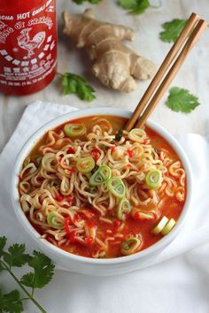 ramen noodle recipes Spicy Sriracha Ramen Noodle Soup - the ULTIMATE in comfort food! So easy and way healthier than the packaged stuff! Noodle Recipes, Spicy Recipes, Asian Recipes, Soup Recipes, Healthy Recipes, Ethnic Recipes, Sriracha Recipes, Ramen Noodle Soup, Ramen Noodles
