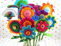 These Easy Mother's Day Crafts for Kids make fantastic homemade Mother's Day gift ideas! Make these cute Mother's Day kids crafts to celebrate your favorite Mom! Kids Crafts, Easy Mother's Day Crafts, Mothers Day Crafts For Kids, Toddler Crafts, Felt Crafts, Crafts To Make, Paper Crafts, Button Flowers, Felt Flowers