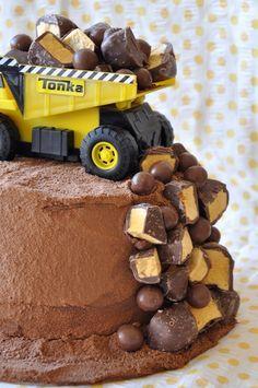 Un gâteau extradinaire pour l'anniversaire d'un petit bonhomme qui adore les chantiers