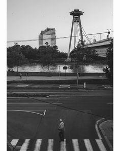"""Páči sa mi to: 16, komentáre: 2 – Marian Hodonsky (@marianhodonsky) na Instagrame: """"#bratislava #ufo #mostsnp #bridge #danube #oldman #blackandwhite #bw #instadaily #streetphoto"""""""
