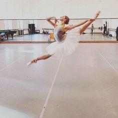 いいね!2,555件、コメント1件 ― Ballet Posts さん(@balletofrepertoire)のInstagramアカウント: 「Featuring @nataschamair ✨」
