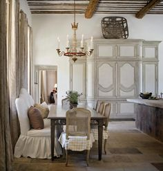 A beautiful Tuscan inspired home by architect, Kevin Harris. Love the floors, arches and soaring ceilings … and those enormous lanterns inside & out. kitchen with antique stone flooring … beautiful outdoor area … what a view! xx debra Kitchen Banquette, Banquette Seating, Kitchen Dining, Dining Area, Dining Rooms, Dining Table, Warm Kitchen, Neutral Kitchen, Booth Seating