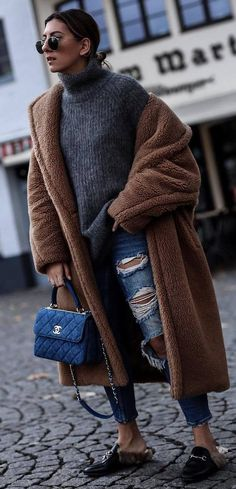 what to wear with a sweater : brown coat ripped jeans bag loafers Winter Coat Outfits, Fall Outfits, Cute Outfits, Modern Fashion, Love Fashion, Fashion Trends, Fashion Ideas, Blue Jean Outfits, Loafers Outfit
