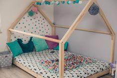 Bett – Holzhaus ist ein perfekter Ort zur Erholung und zum Spielen für jedes Kind. Am Tage dient das Haus zum Spielen, in der Nacht kann man drin gut schlafen. Durch die skandinavische...
