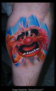 Imagen de http://www.tattooshunt.com/images/01/color-3d-cartoon-face-tattoo-on-leg.jpg.
