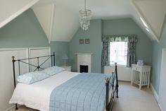 5 Completely Relaxing Bedroom Colours - The Chromologist - Farrow & Ball Duck Egg Blue Bedroom, Bedroom Green, White Bedroom, Bedroom Decor, Calm Bedroom, Green Bedrooms, Farrow Ball, Relaxing Bedroom Colors, Bedroom Colours
