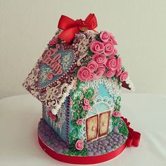 GINGERBREAD HOUSE~Valentine's day gingerbread house