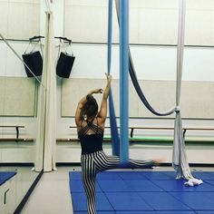 Just monkeying around  spin spin spin and.... split! In my favorite @harmonicthreads leggings!!! @sci_official @kellerwilliams  #aerial #aerialhammock #aerialist #aerialdance #flow #flexible #splits #spin #danceintheair #acrobat #training #performer #harmonicthreads #harmonicbutts #stringcheeseincident #KellerWilliams #gobr #batonrouge