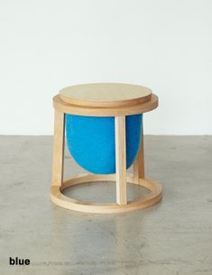 カンガルースツール|イチロのイーロ オンラインストア Round Stool, Furniture Design, Furniture Ideas, Plywood, Sofas, Yoni Steam, Prompts, Product Design, Children