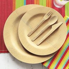 Disposible bamboo plates as an alternative to paper