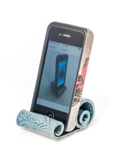 Cell Phone Holder - Be A Cellular Phone Expert With These Tips! Cell Phone Hand Holder, Cell Phone Wallet, Cell Phones In School, Flip Phones, Business Card Holders, Business Cards, Sprint Cell Phone Deals, Best Cell Phone Coverage, Recipe Card Holders