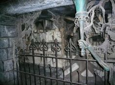 There's an epidemic of covert (human) ash-scattering at Disneyland, a practice that has spread from the Haunted Mansion to the Pirates of the Caribbean. The scatterers generally get away clea…