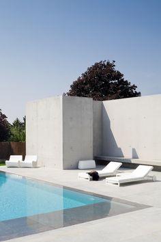 Minimal Pools – Minimalissimo Villa Pool, Minimal Architecture, Contemporary Architecture, Concrete Pool, White Concrete, Modern Pools, Outside Living, Beautiful Villas, Pool Landscaping